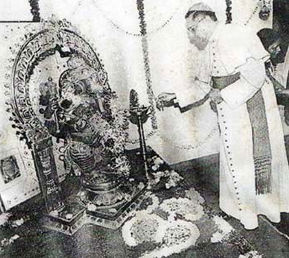 'Cardinal' Ivan Dias, 'Archbishop' of Mumbai, burns incense to Hindu idol Ganesha