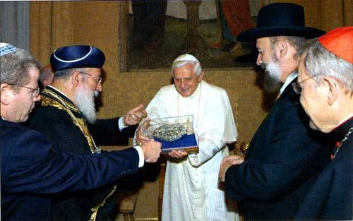 "Anti Pope Benedict XVI encourages the Chief Rabbi of Rome in his ""mission"""