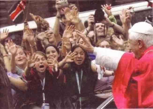 Vatican II - Benedict XVI worship