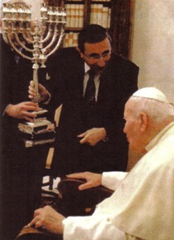 Anti-Pope John Paul II receives Jewish menorah