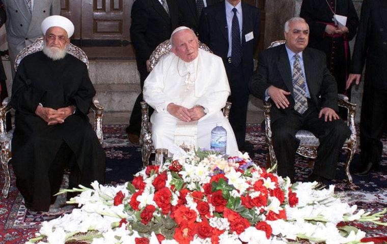 Anti Pope John Paul II sitting in the mosque with Grand Mufti, Sheikh Ahmad Kfutaro.