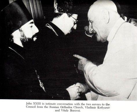 """Anti Pope John XXIII giving Masonic handshake with Russian """"Orthodox"""""""