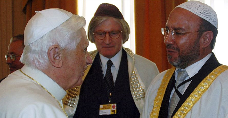Anti Pope Benedict XVI blessed a rabbi and allowed the rabbi to bless him