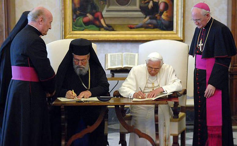 Anti-Pope Benedict XVI signs Common Declaration with Schismatic Chrysostomos II